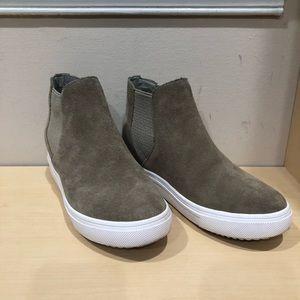 a2dd4acba7b Steve Madden Shoes - Steve Madden Sultan Chelsea Wedge Taupe Sneaker